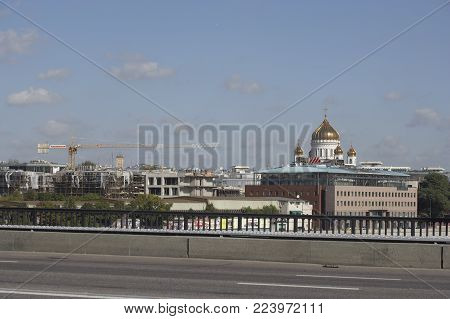 CATHEDRAL OF CHRIST THE SAVIOUR AND BUILDING DEVELOPMENT ON MOSCOW SKYLINE RUSSIA