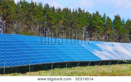 Solarkraftwerk. Alternative Energiekonzept.