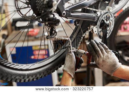 Cropped Shot Of Professional Mechanic Working In Bicycle Repair Shop, Serviceman Repairing Bike Chai
