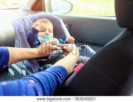 Children Car Chair. Baby Car Seat For Safety.  Protection In The Car. Woman Is Fastening Security Be