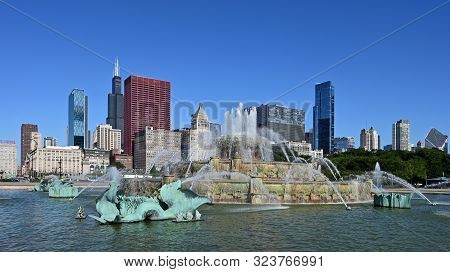 Chicago, Illinois - August 9, 2019 - Buckingham Fountain And Chicago Skyline From Grant Park On A Cl