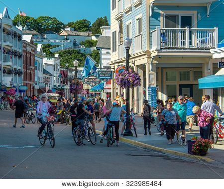 Mackinac Island Mi /usa - July 9th 2016: Busy Streets Of Downtown Mackinac Island Michigan Filled Wi