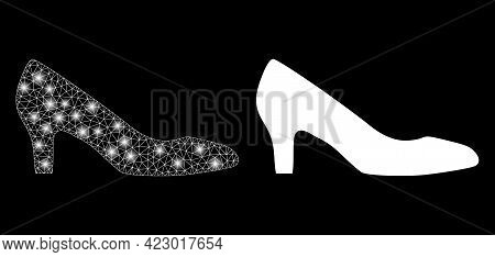 Bright Mesh Vector Lady Shoe With Glare Effect. White Mesh, Glare Spots On A Black Background With L