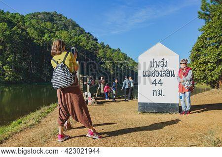 Mae Hong Son, Thailand - December 15, 2020: Tourists Take A Shot At Pang Oung Raft Check Point In Pa