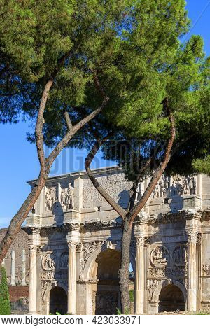 4th Century Arch Of Constantine, (arco Di Costantino) Next To Colosseum, Rome, Italy