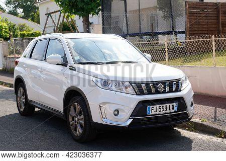 Bordeaux , Aquitaine France - 06 06 2021 : Suzuki Vitara Car Logo Sign On New Japanese Brand Vehicle