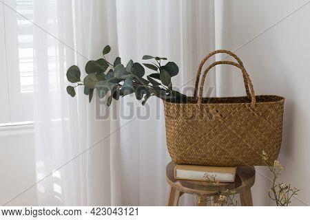 Trendy Rattan Straw Round Bag And Green Leaf