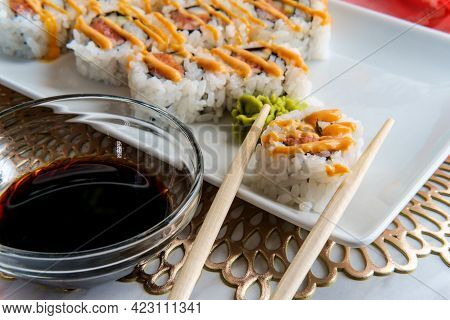 Japanese Salmon Sushi With Spicy Sriracha Kewpie Mayonnaise