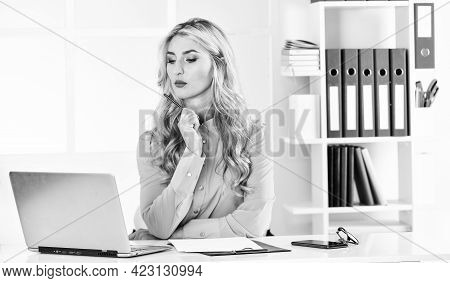 Online Database. Keep Studying. Build Business. Independent Insurance Agent. Pretty Woman Working Of