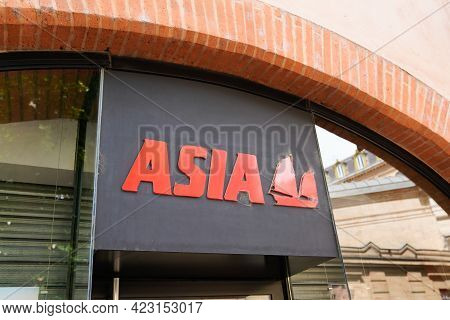 Bordeaux , Aquitaine France - 06 06 2021 : Asia Logo Brand And Text Sign Of Travel Brand Agency Shop