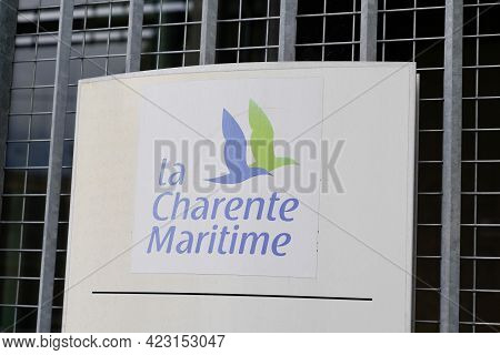 Jonzac , Aquitaine France - 06 06 2021 : Charente-maritime Colors Logo And Sign Text On Building Of