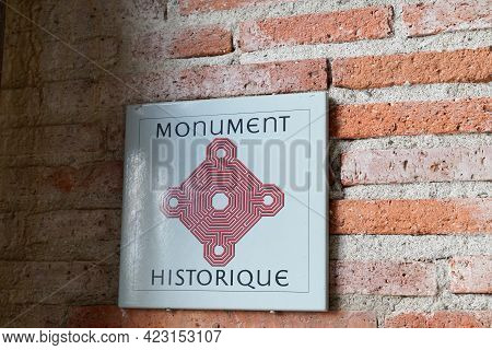 Bordeaux , Aquitaine France - 06 06 2021 : Monument Historique Logo Brand And Sign Text In French To