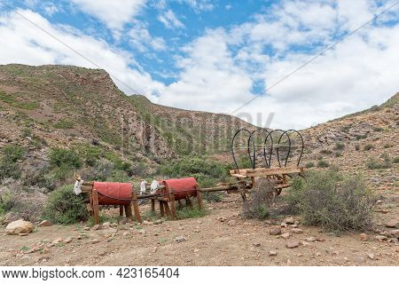 Bosch Luys Kloof, South Africa - April 6, 2021: An Ox-wagon And Oxen Memorial On The Historic Wagon