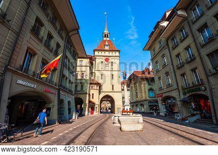 Bern, Switzerland - July 13, 2019: Kafigturm Is A Landmark Medieval Clock Tower In Bern City In Swit