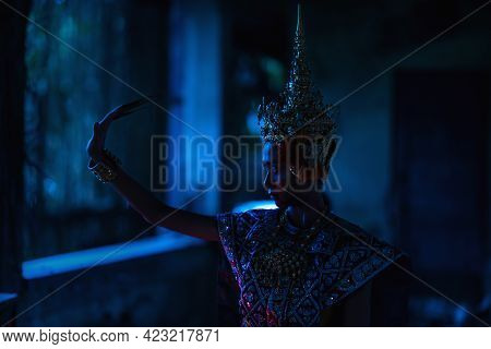 Thai Ghost In Traditional Costume That Appear In History, Portrait Of Asian Woman Make Up Ghost Face