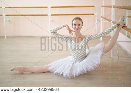 Beautiful Ballerina Is Training In A Dance Class. Young Flexible Dancer Posing In Pointe Shoes. A Wo