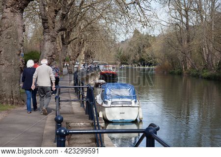People Walking Along The Thames In Maidenhead, Berkshire In The Uk, Taken On The 30th March 2021
