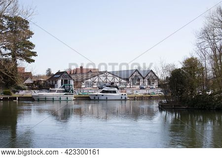 Buildings And Boats Along The Thames At Maidenhead In The Uk, Taken On The 30th March 2021