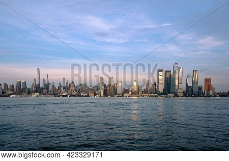 New York, Ny - Usa - June 7, 2021: Wide Angle Landscape View Of Manhattan's Westside, Featuring The