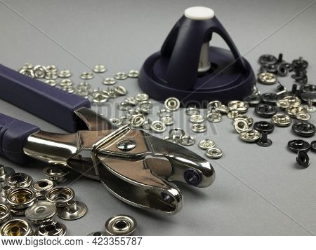 Pliers And Tripod Tool For Making It Easier To Apply Fasteners And Eyelets Onto Fabric. Sewing Gadge