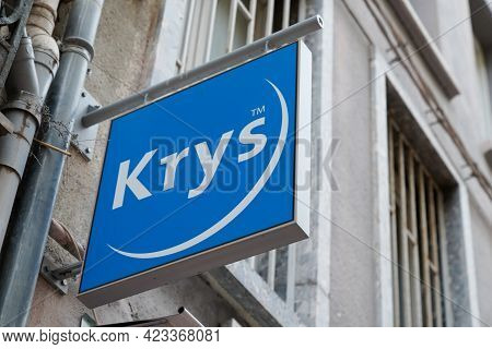 Bordeaux , Aquitaine France - 06 06 2021 : Krys Sign Brand And Text Logo Front Of Optic Medic Store