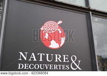 Bordeaux , Aquitaine France - 06 06 2021 : Nature Et Decouvertes Logo Brand And Text Sign Store Chai