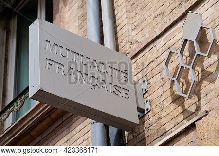 Toulouse , Occitanie France - 06 06 2021 : Mutualite Francaise Sign Brand And Text Logo French Non-p