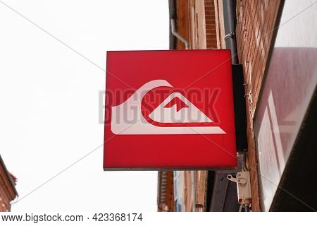 Toulouse , Occitanie France - 06 06 2021 : Quiksilver Logo Brand Fashion Shop And Text Sign Store On
