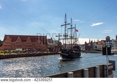 Gdansk, Poland - September 9, 2020: A Replica Of A Galleon As A Cruise Ship On Motława River In Old