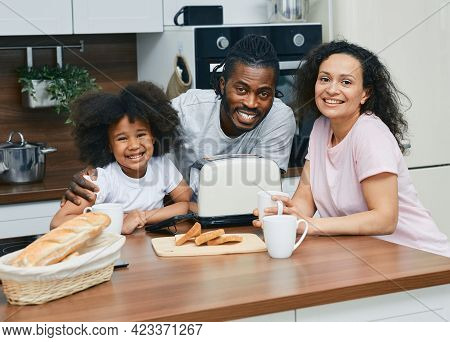 African American Family With Girl Child Are Prepared Sandwiches In The Kitchen Together, Spending Fu