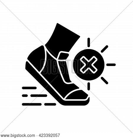 No Sports In Sun Heat Black Glyph Icon. Safety For Athlete. Caution During Running. Avoid Exercise T