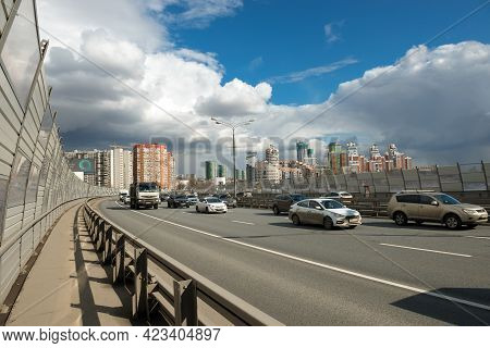 Moscow - April 3, 2021: Car Traffic On The Zhivopisny Bridge In Moscow, Russia. It Is The Highest Su