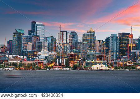 Seattle, Washington, USA skyline on Lake Union at dusk.