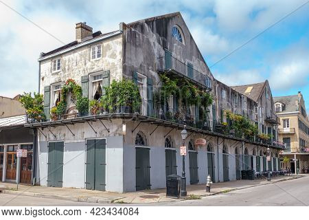 New Orleans, La - September 24: Historic Building At The Corner Of Barracks Street And French Market