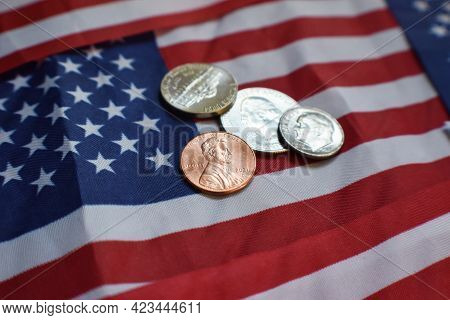 Dividend Income Through Owning U.s. Stocks Concept