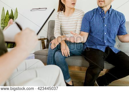 Couple having an argument in front of the psychiatrist