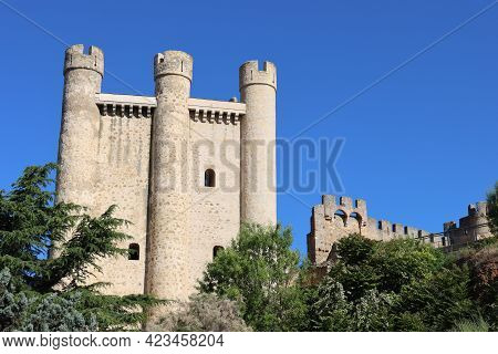 Beautiful Castle Fortress Old Stone Resistant Battlements