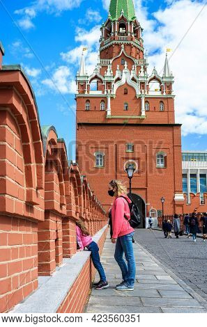 Moscow Kremlin Entrance For Tourists, Moscow, Russia. Young Woman And Her Child Look Down From Fortr