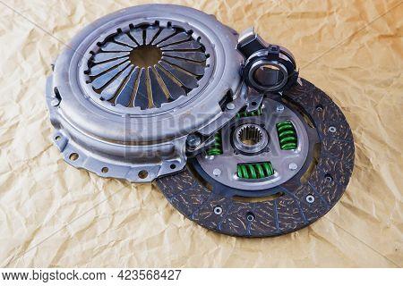 Car Spare Parts. Car Clutch Kit. Clutch Disc, Basket And Clutch Bearing. Car Repair Kit Clutch Manua
