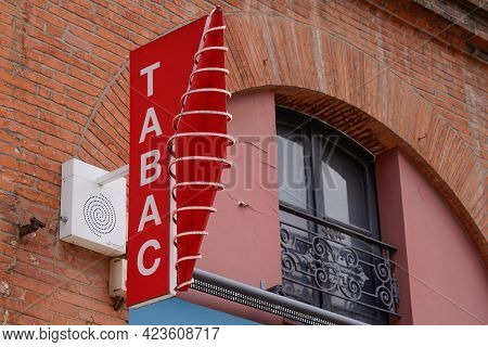 Toulouse , Occitanie France - 06 06 2021 : French Red Shop Tobacco Sign Brand With French Text Label