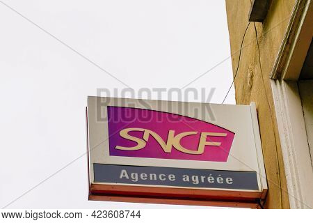 Bordeaux , Aquitaine France - 06 06 2021 : Sncf Agence Agreee Logo Brand And Text Sign Wall National