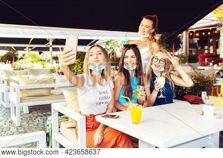Happy Young Girl Friends Taking Selfie At Cocktail Party At Trendy Pub Restaurant - Lifestyle Concep