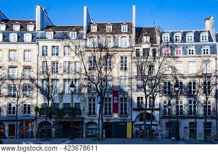 Paris, France - March 2, 2014: Very Nice Old Facade Of The Building In Center Of Paris, France