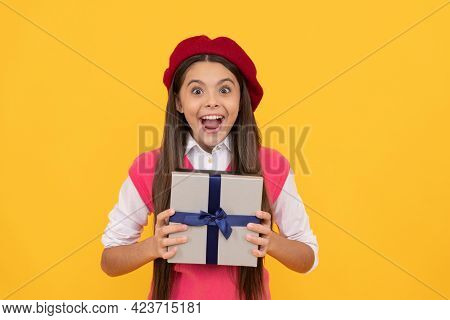Surprised Teen Girl In French Beret Hold Present Or Gift Box On Yellow Background, Surprise
