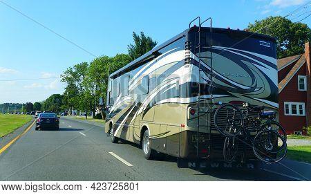 Milton, Delaware, U.s.a - June 08, 2021 - The Newmar Ventara Motorhome On Route 1