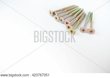 Close Up Bunch Of Yellow-passivated Wood Screws 4.5 Mm 5 Cm For Bit Nozzle 20 With Countersunk Head,