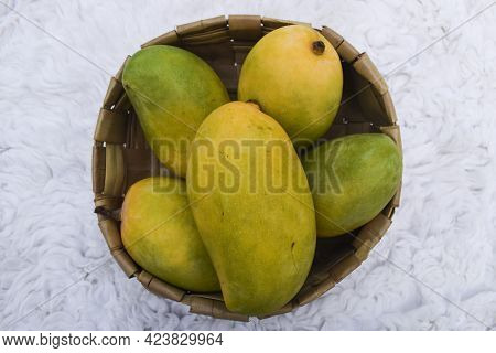 Fresh Kesar Mango Variety From India, Grown In Gir Gujarat Also In Maharastra.. Aromatic Flavour Org