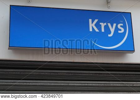 Bordeaux , Aquitaine France - 06 06 2021 : Krys Sign Brand And Text Logo Of Optic And Optician Shop