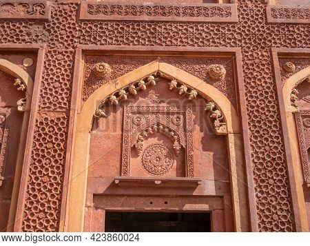 Agra, India - March, 28, 2019: An Ornately Decorated Doorway At Red Fort