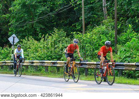 Labuan Ft,malaysia-nov 3,2019:group Of Cyclist Enjoy Cycling On A Sunny Day In Labuan Ft,malaysia. M